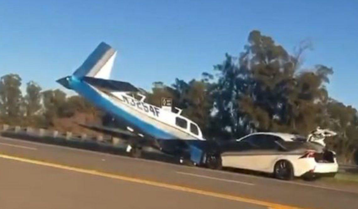 El impacto de la avioneta en la autopista en Livermore