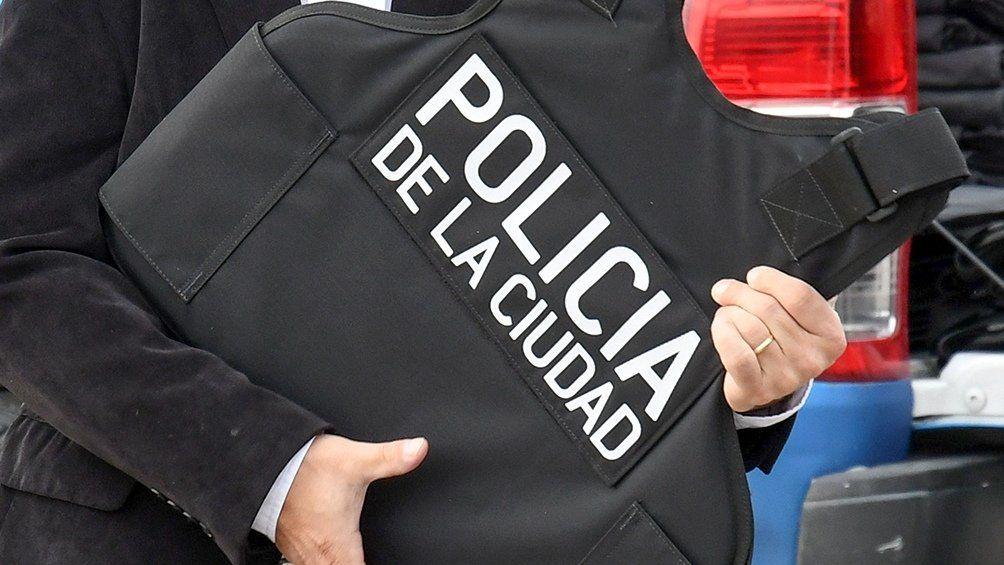 Un Policía de la Ciudad, detenido por el hecho.