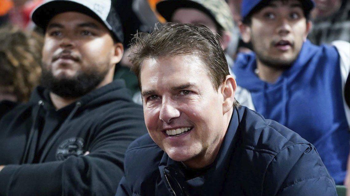 Tom Cruise fue a un evento con un cambio en el rostro.