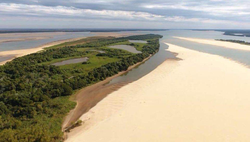 La falta de lluvias en Brasil podría hacer que el río Paraná siga en baja hasta enero. Foto: Archivo.