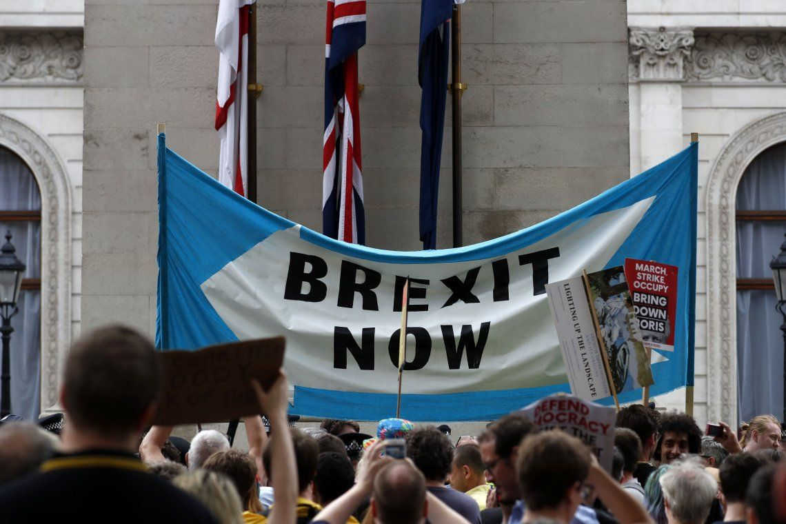 Paren el golpe de Estado: miles de británicos se movilizaron contra Boris Johnson por suspender el Parlamento en la recta final antes del Brexit