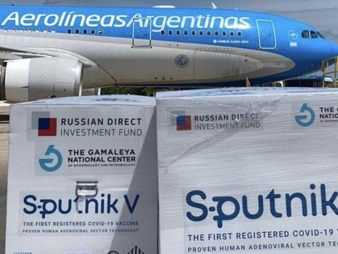 Dos vuelos de Arolíneas Argentinas parten esta noche a Moscú a buscar más vacunas