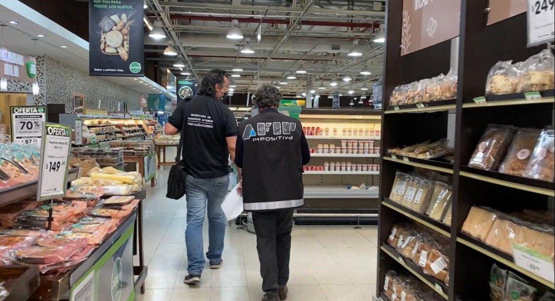 Supermercados: las amenazas de desabastecimiento y suba de precios hicieron que la AFIP inspeccione por denuncias de aumentos desmedidos.