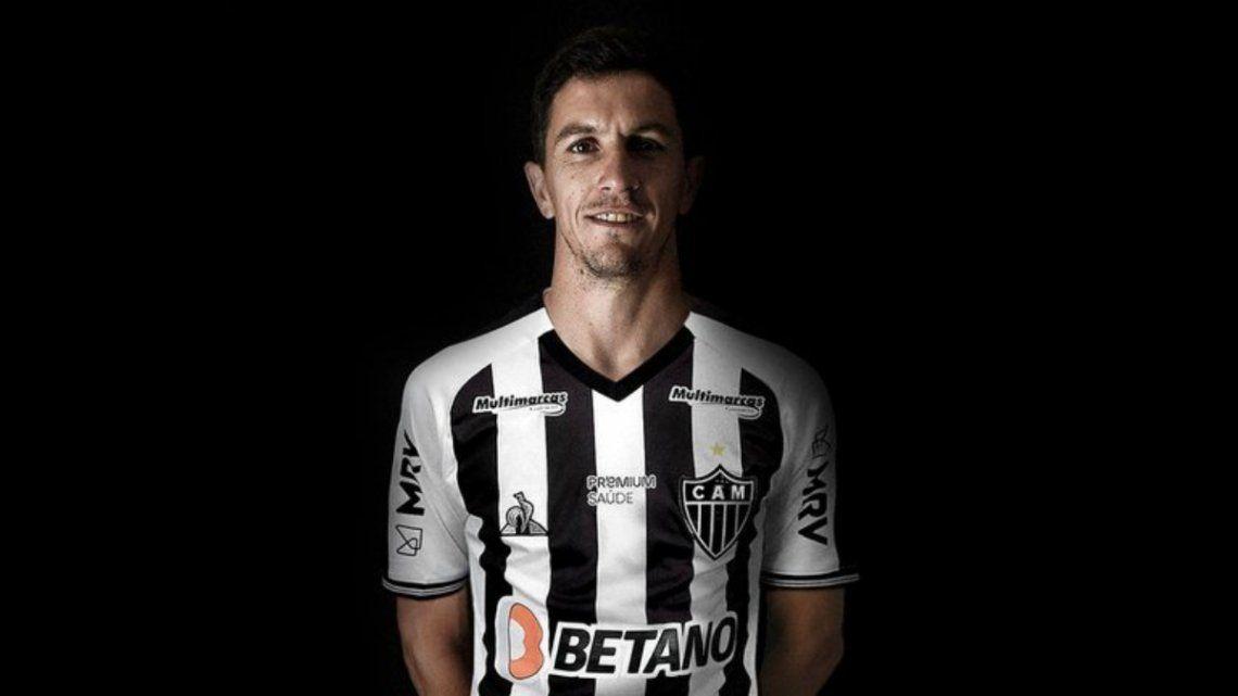 Nacho Fernández fue presentado en el Mineiro tras permanecer cinco años en River.