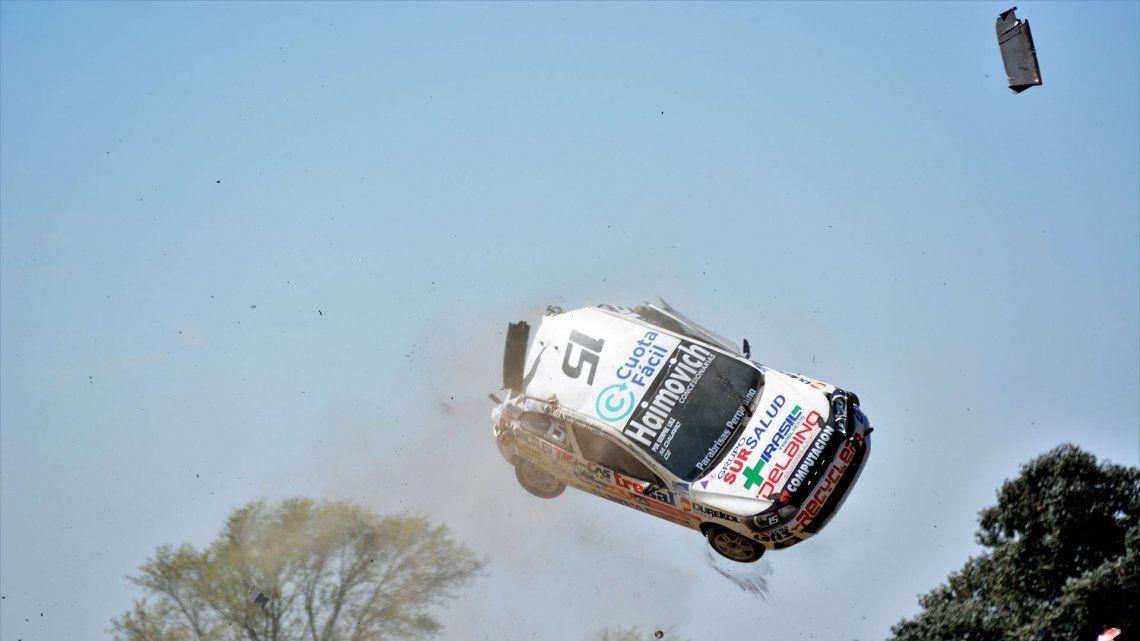 El auto de Ciaurro -de la Clase 2 del Turismo Nacional- quedó destrozado pero su equipo intentará recuperarlo. Foto: Eldo Marozzi