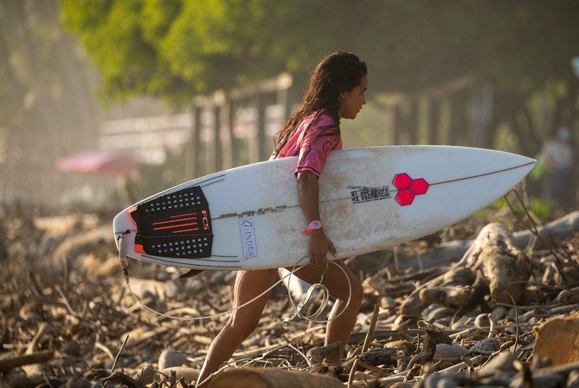 Katherine Díaz era considerada la mejor surfista de El Salvador.