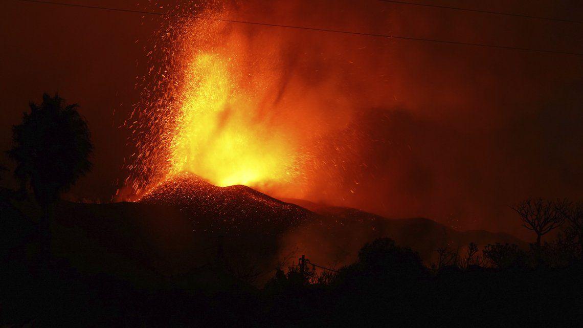 España: nueva erupción volcánica genera complicaciones en la Isla de Palma.