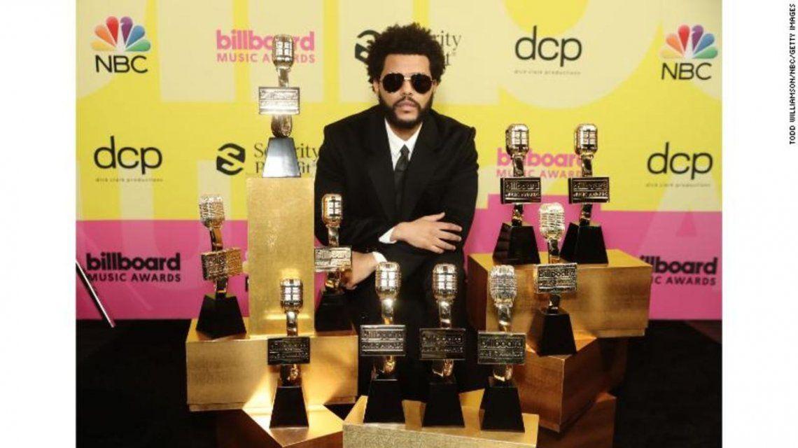 The Weeknd se llevó a casa múltiples premios en los Billboard Music Awards 2021, incluidos Mejor Artista, Mejor Artista Masculino y Mejor Artista Hot 100.