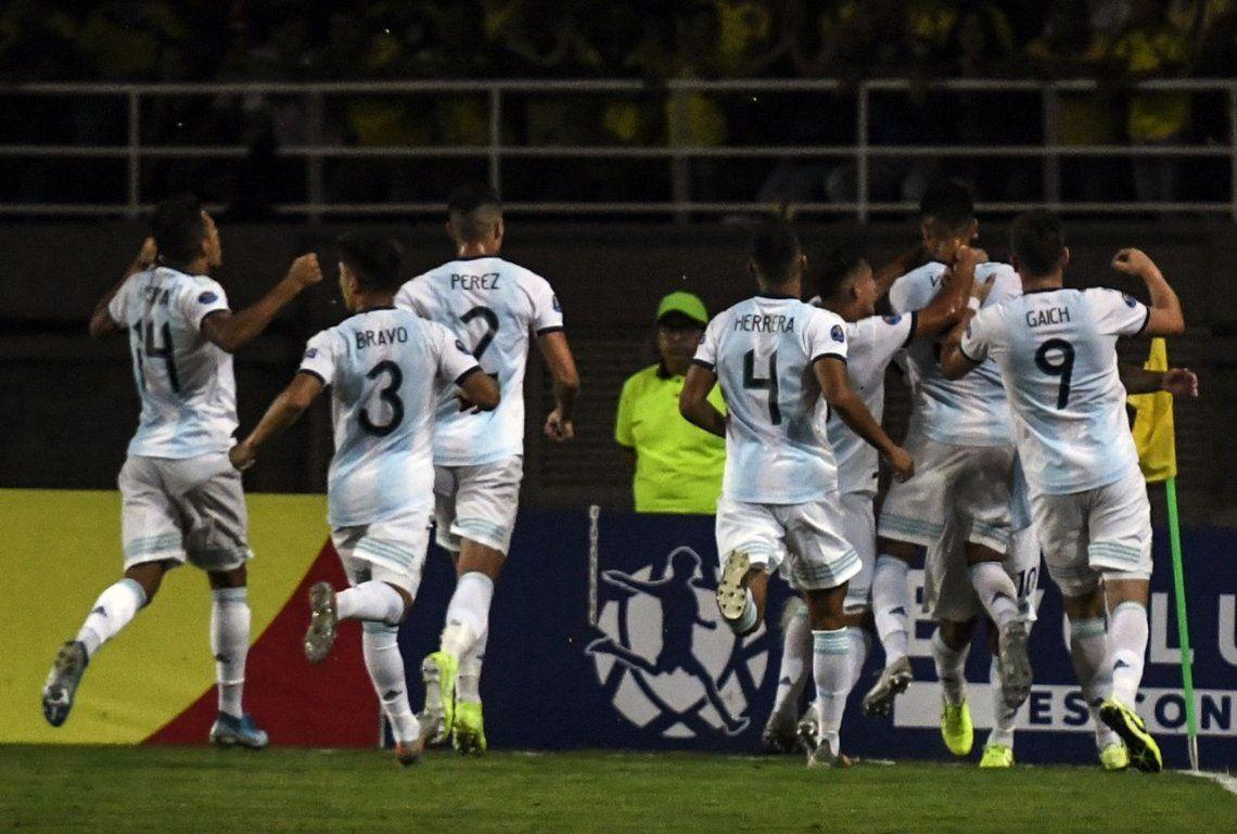 Argentina debutó con un buen triunfo ante el local Colombia