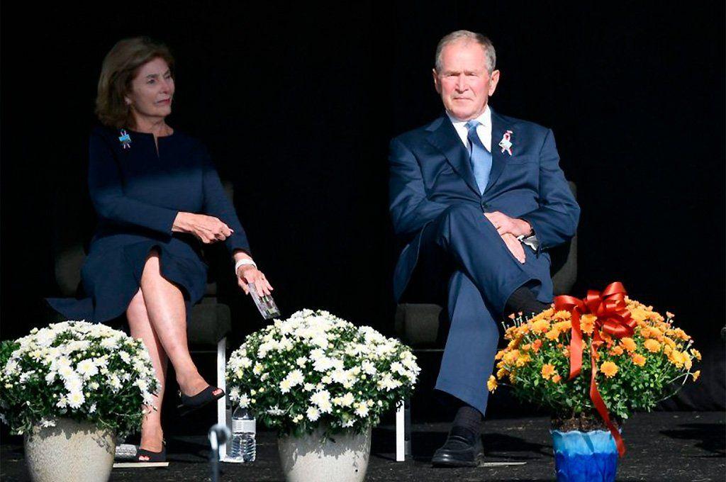 El expresidente George W. Bush y su mujer, Laura Bush, en el homenaje en Shanksville.