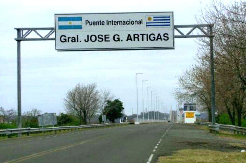 """El puente """"Colón-Paysandú"""" que une Argentina con Uruguay."""