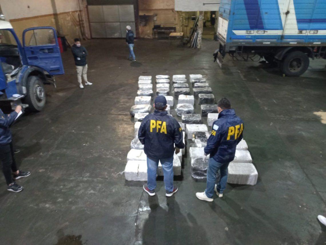 Secuestran 1.100 kilos de marihuana y detienen a 6 personas