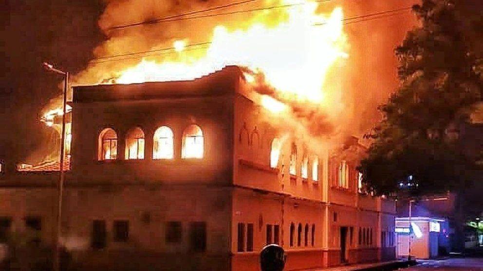 Colombia: el Palacio de Justicia de Tuluá consumido por las llamas tras las protestas