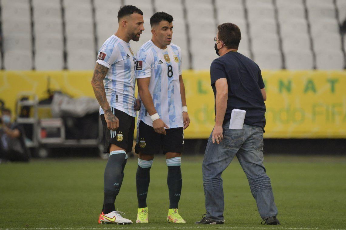 Eliminatorias Sudamericanas: Otamendi y Acuña enfrentan a la persona que entró a suspender el partido