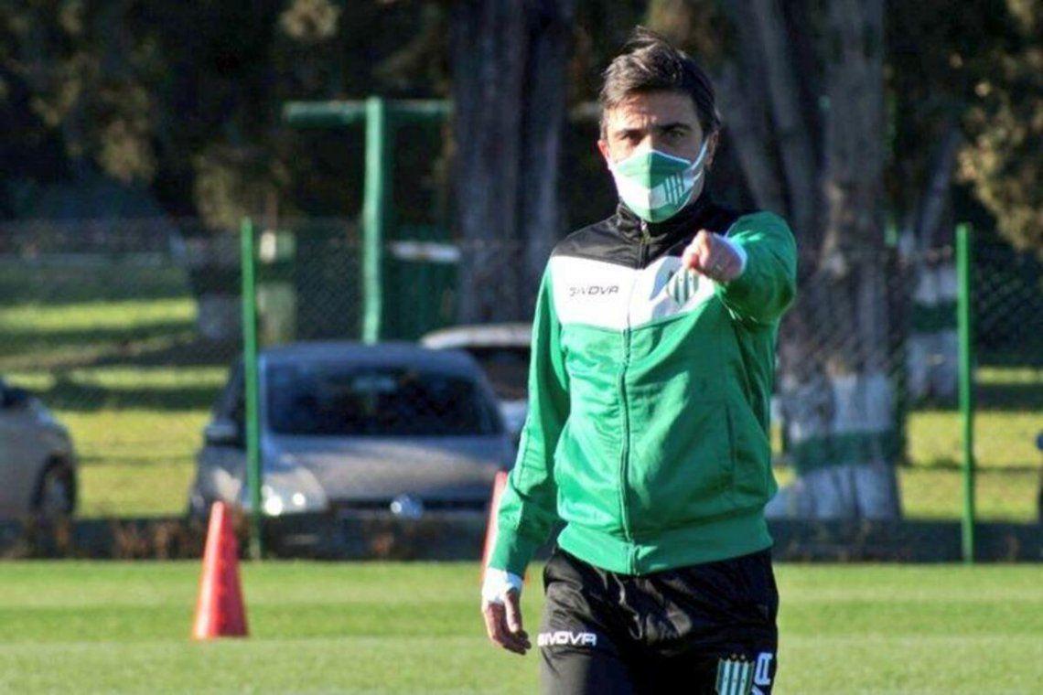 Javier Sanguinetti seguirá al frente del plantel de Banfield.