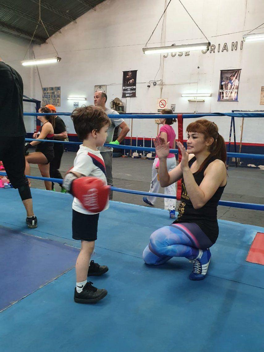 El boxeo infantil sin contacto promovido por la Tigresa Acuña y la FAB