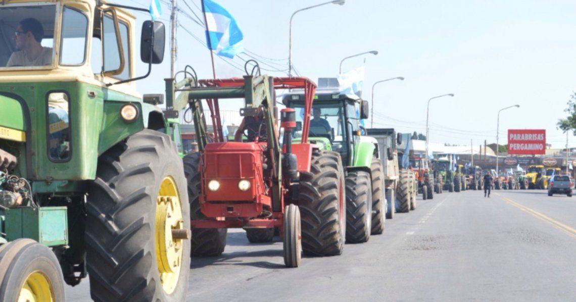 El tractorazo por el centro de Pergamino agrupó a unos 150 tractores que se concentraron en las rutas 8 y 188.