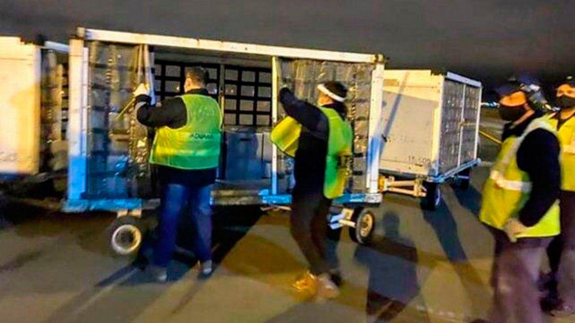 Más de 30 ventiladores mecánicos donados por Messi llevan 10 meses en un depósito