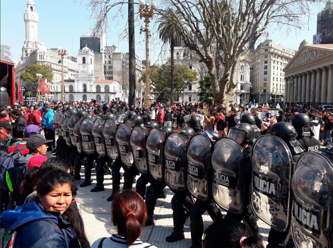 Productores yerbateros realizaron protesta frente al Ministerio de Trabajo