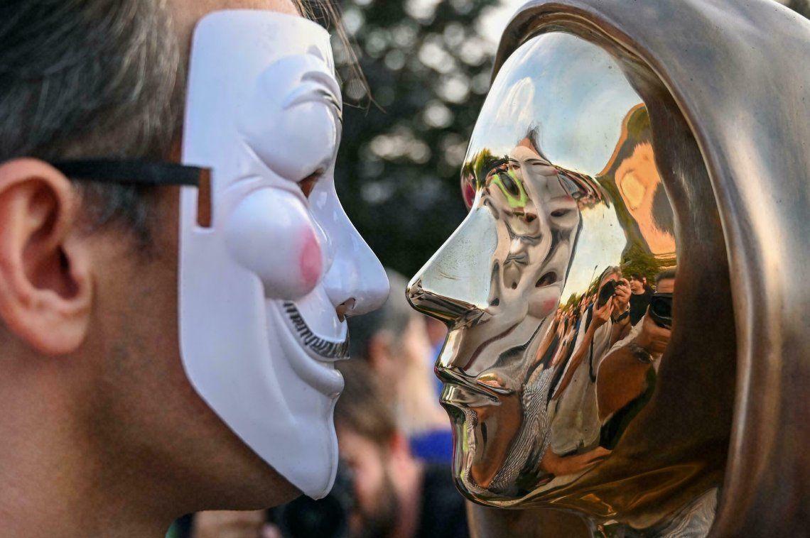 El misterioso creador de Bitcoin ya tiene una estatua en su honor