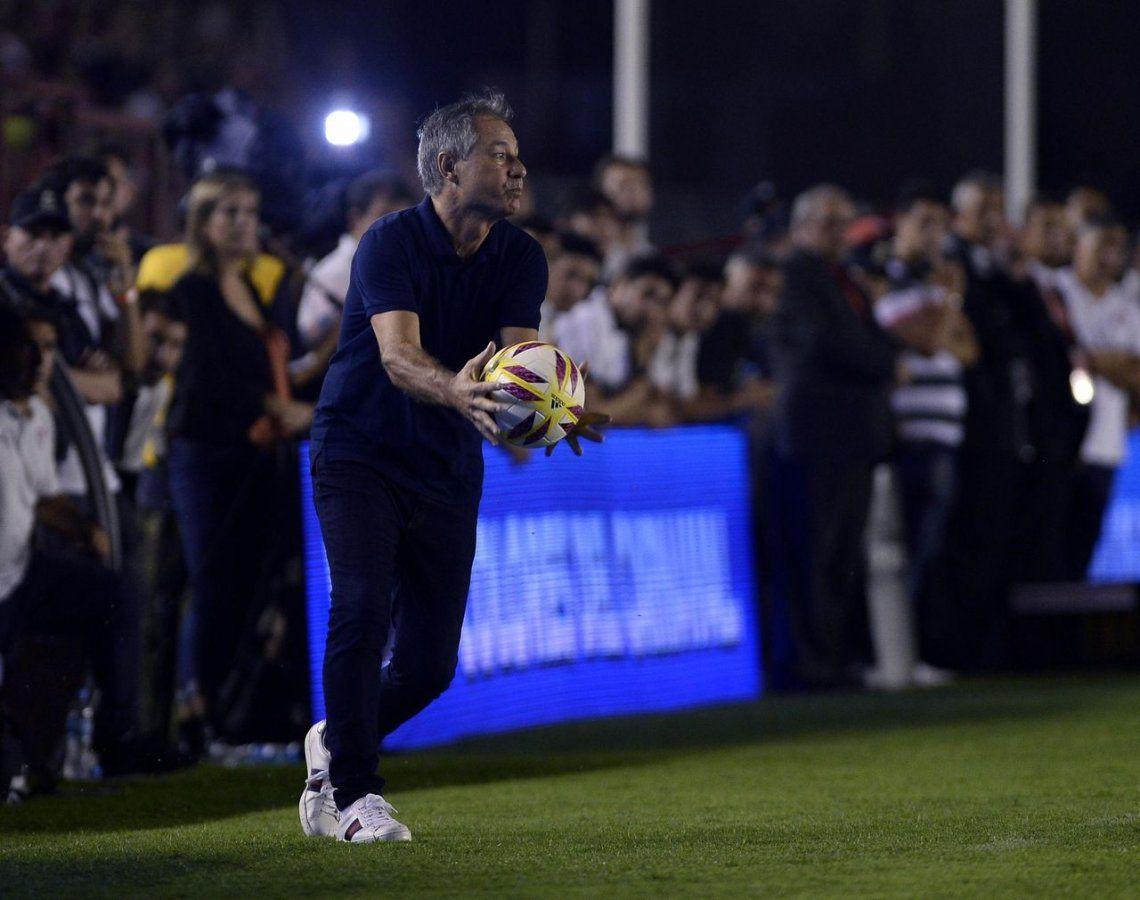Holan explotó contra un hincha de Independiente: Chupame bien la p...