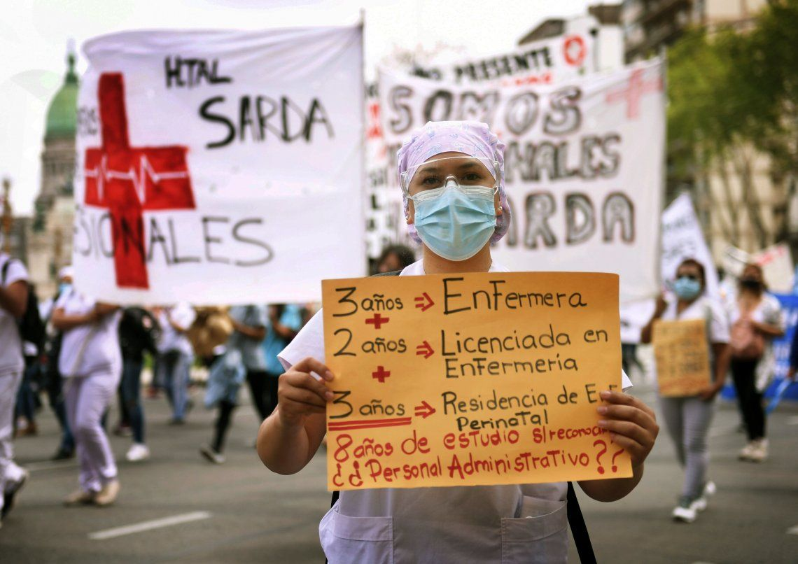 Los enfermeros exigen que se los reconozca como profesionales de la salud