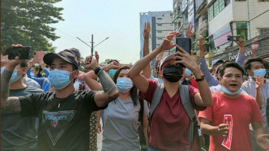 Birmania: la dictadura cortó Internet