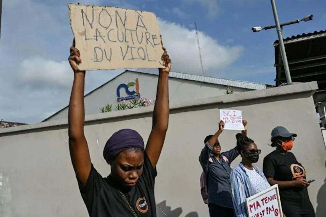 Mujeres protestaron en las puertas del canal