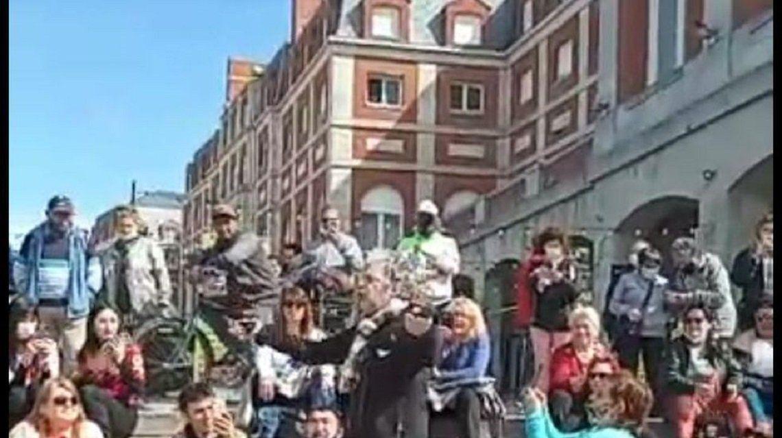 Juanse brindó un show improvisado en la Rambla de Mar del Plata