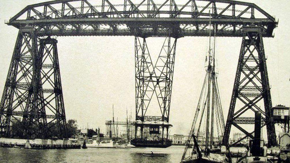 El transbordador Nicolás Avellaneda es una postal característica de La Boca.