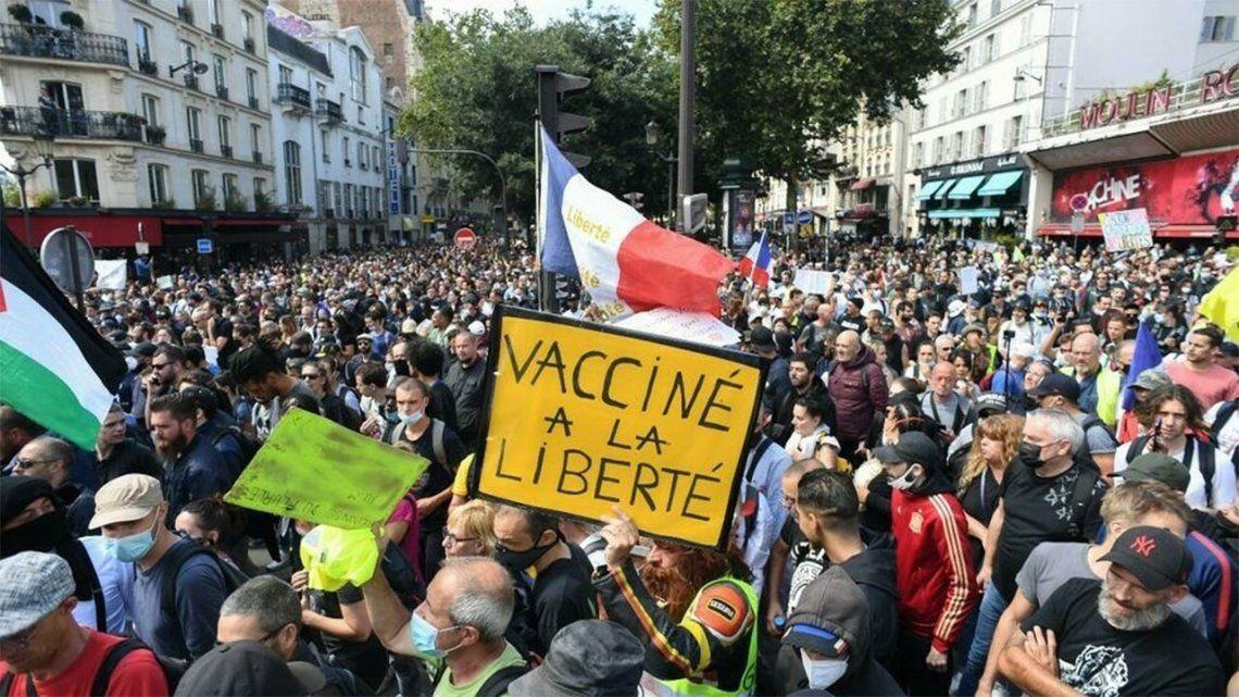 Francia: masivas protestas contra la vacunación obligatoria.