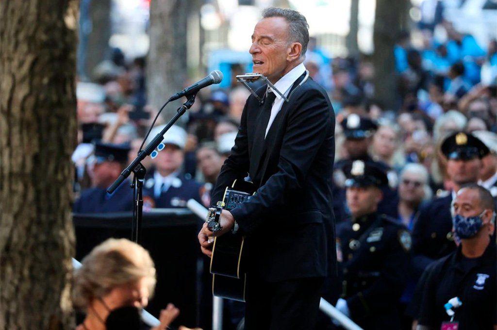 """Bruce Springsteen interpretó su canción """"I'll See You in My Dreams"""" (Te veré en mis sueños)."""