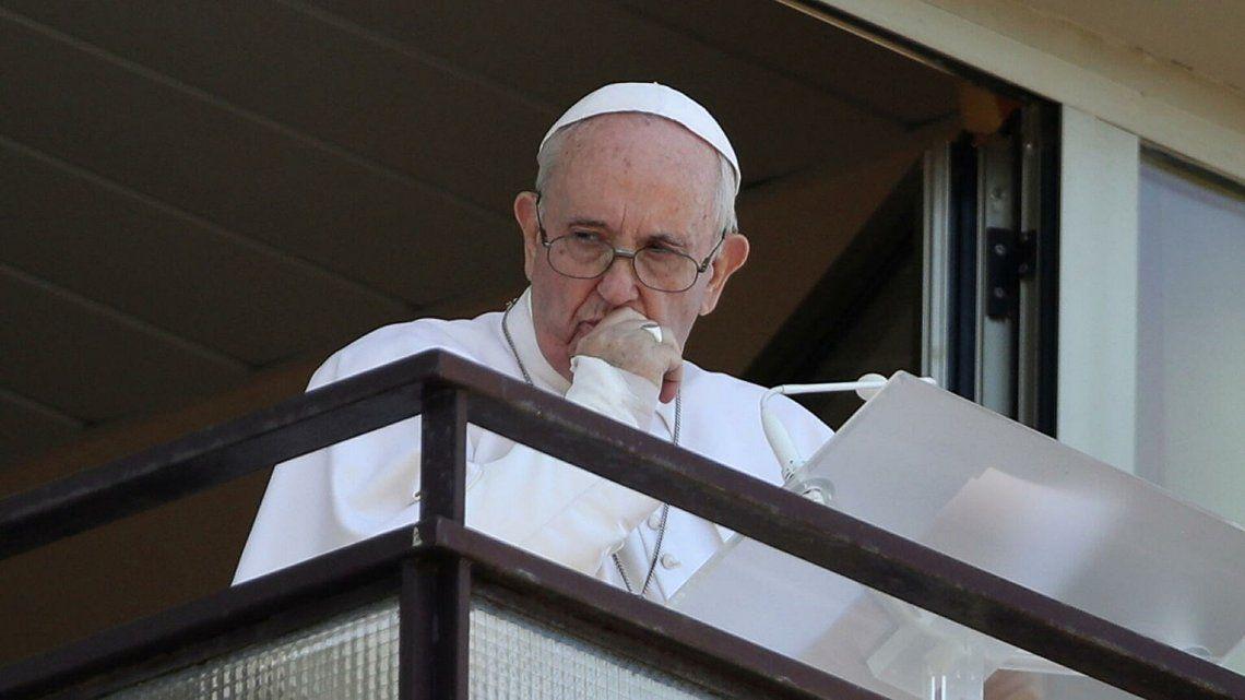 El Papa pidió un buen servicio sanitario para todos en su primera aparición tras ser operado.