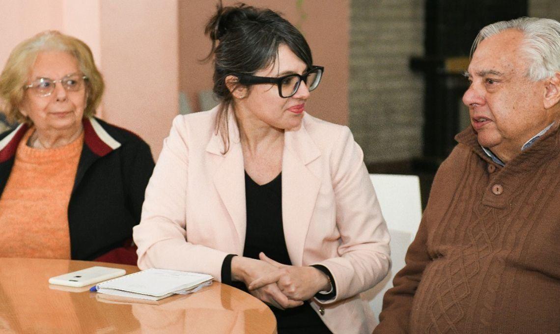 Gisela Marziotta se reunió con adultos mayores en el club social Gon de Boedo