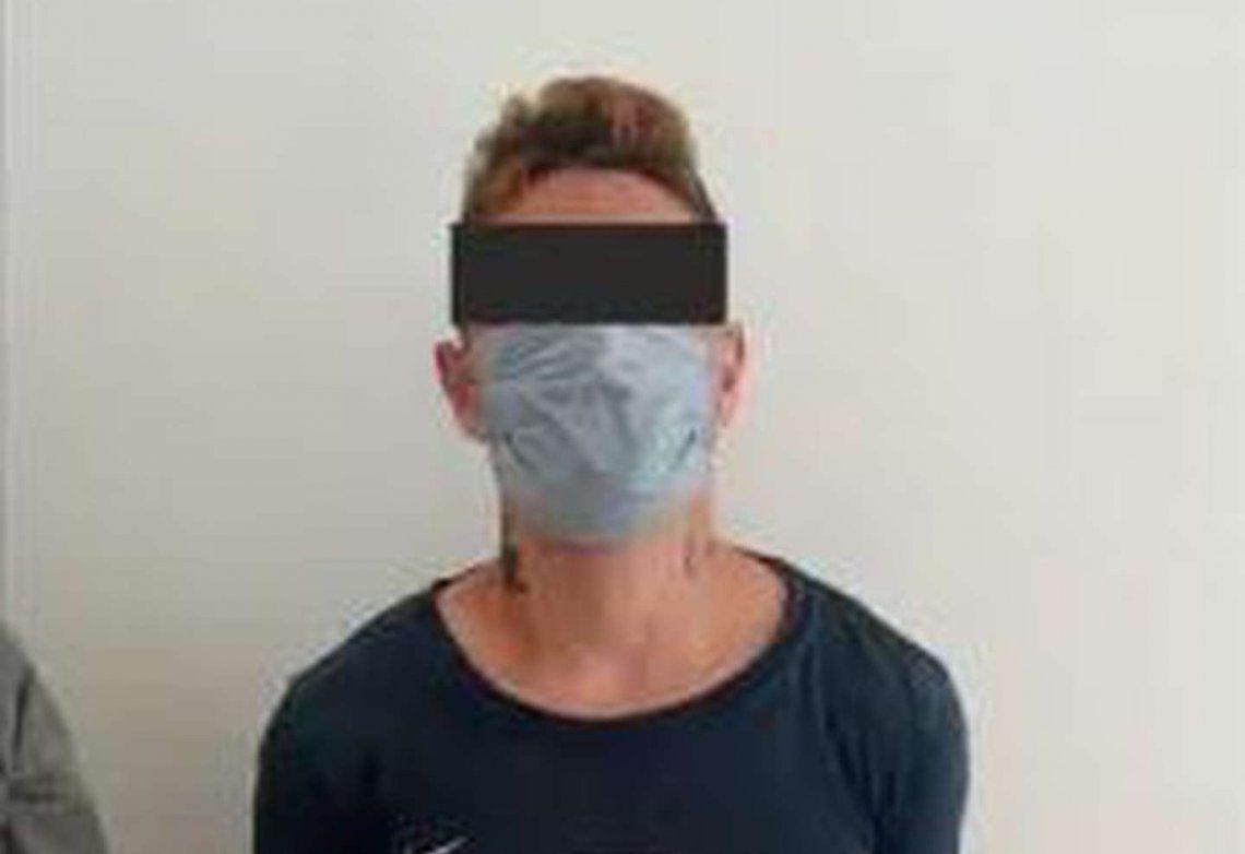 El delincuente detenido.