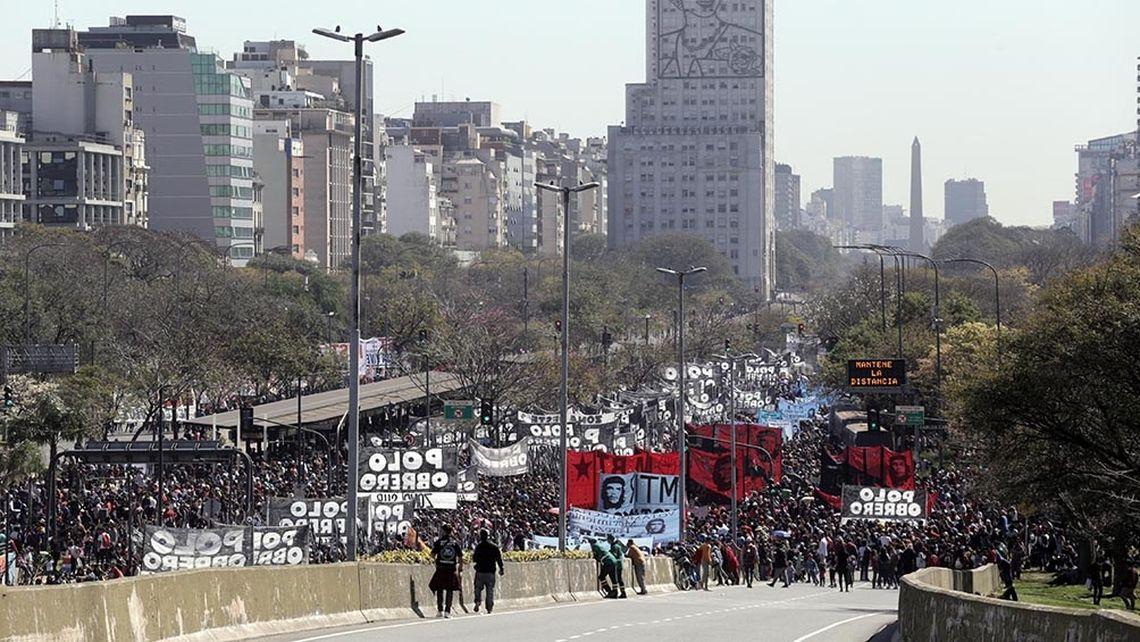 Piqueteros cortan distintos accesos a la Ciudad de Buenos Aires