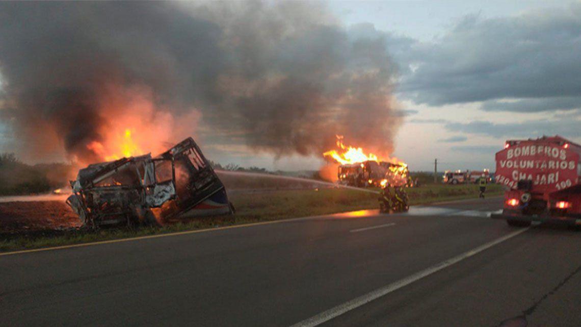 Entre Ríos: choque en cadena e incendio de vehículos.