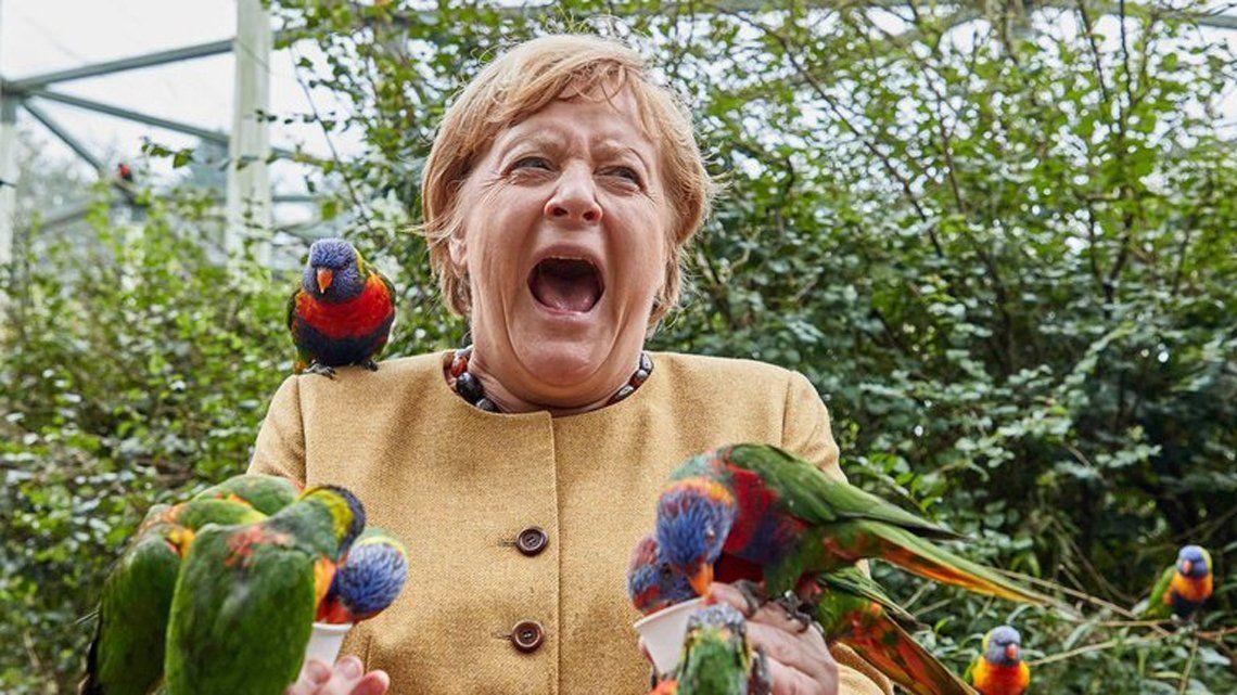 Merkel y un insólito momento.