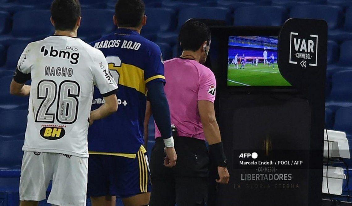 La ida entre Boca y Atlético Mineiro estuvo marcada por la polémica