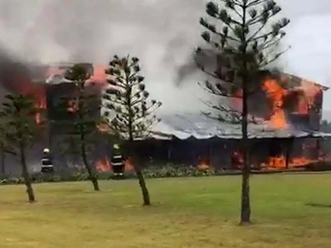 Punta del Este: Las llamas devoraron la casa de Alan Faena