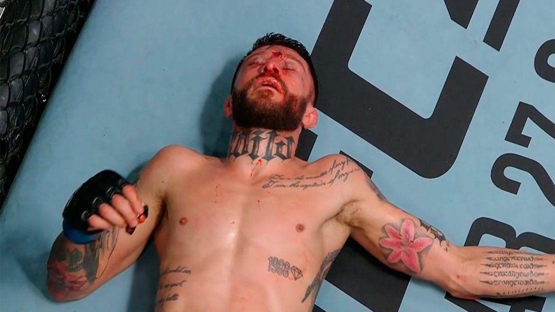 Rojo sostuvo la pelea con intercambio de golpes durante los dos primeros asaltos