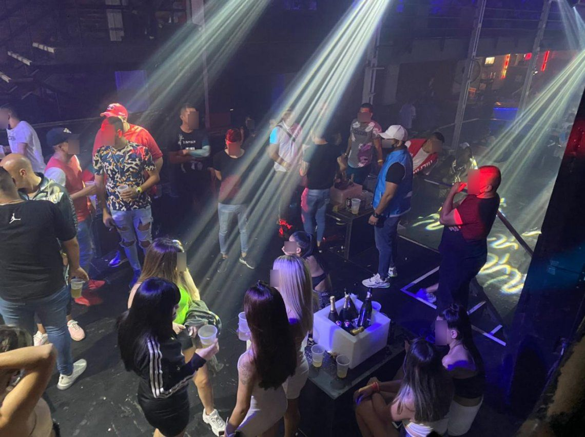 Flores: la Policía desbarató una fiesta clandestina