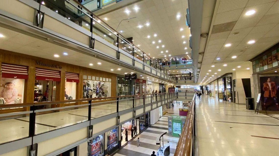 Los shoppings y centros comerciales permanecen cerrados por disposición del Gobierno nacional en el marco de la pandemia.