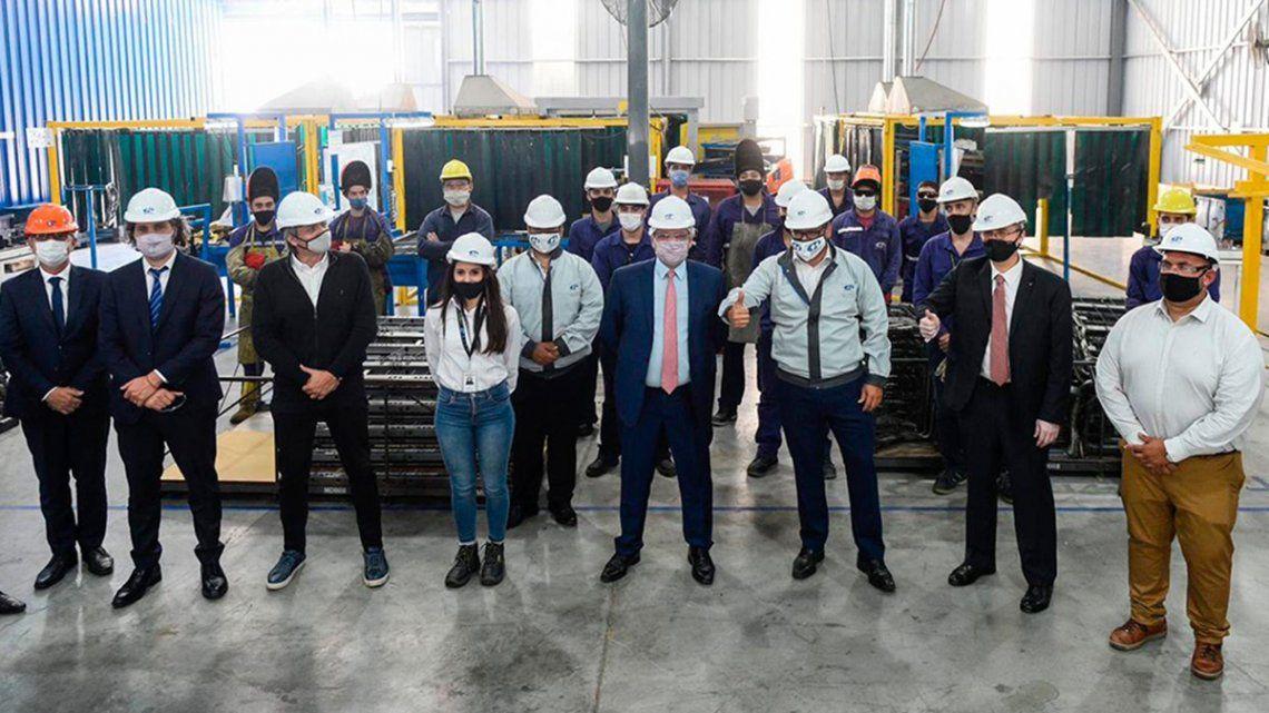 Alberto Fernández recorrió la fábrica junto a diversos funcionarios