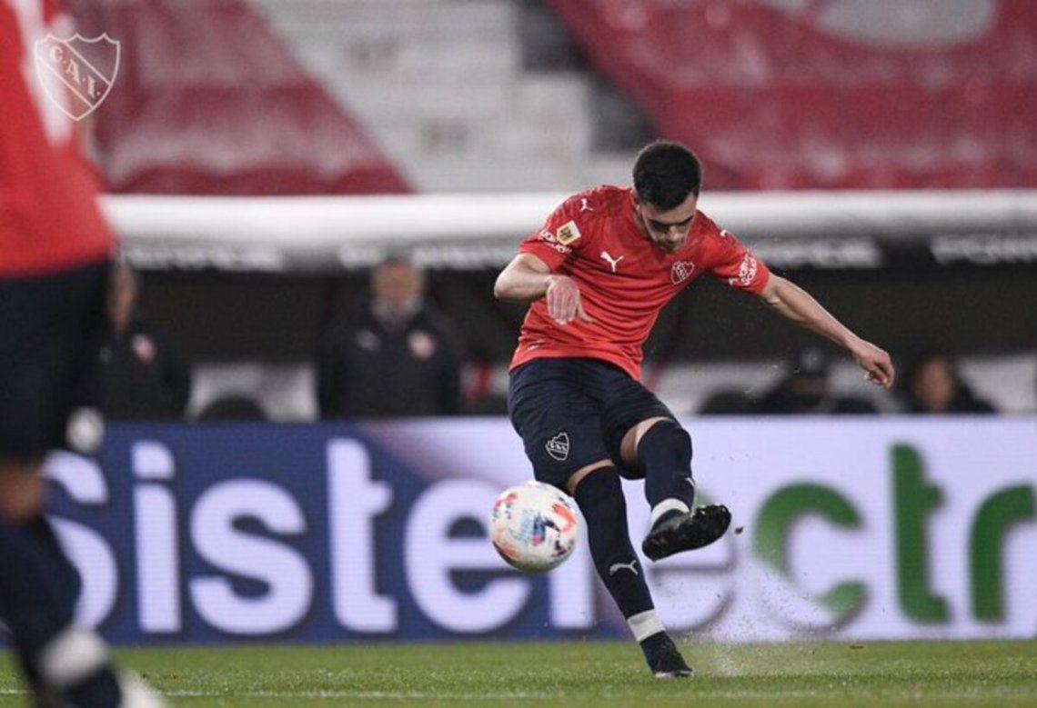 Alan Soñora la clavó en el ángulo para el segundo gol del Rojo.