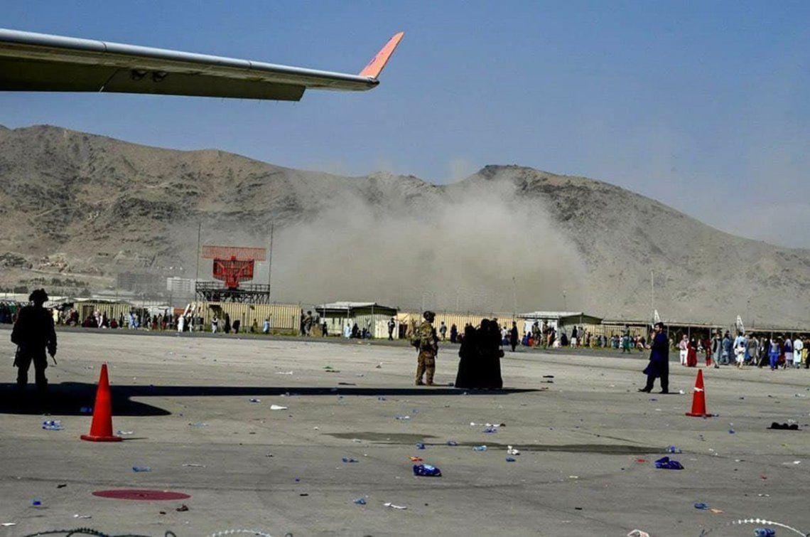 Países occidentales habían advertido más temprano este jueves de un atentado inminente en el aeropuerto de Kabul.