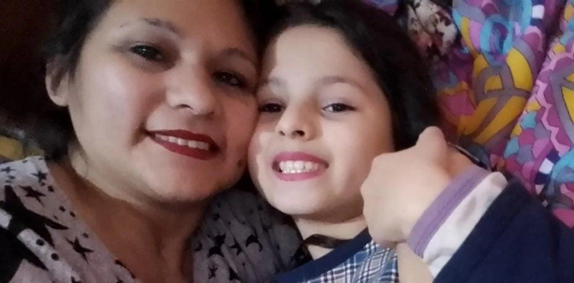 Julieta Arias junto a su mamá