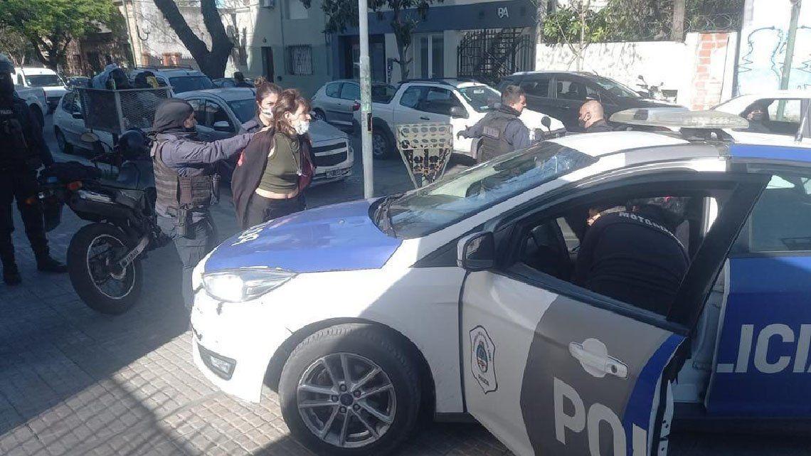 La Plata: mujer es acusada de dejar encerrado al hijo en un auto.