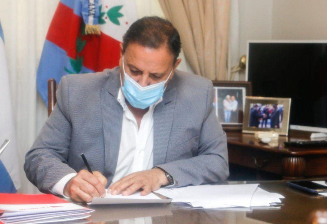 El gobernador de la Rioja, Ricardo Quintela, firmó el decreto que prohíbe el delivery de alcohol los fines de semana.