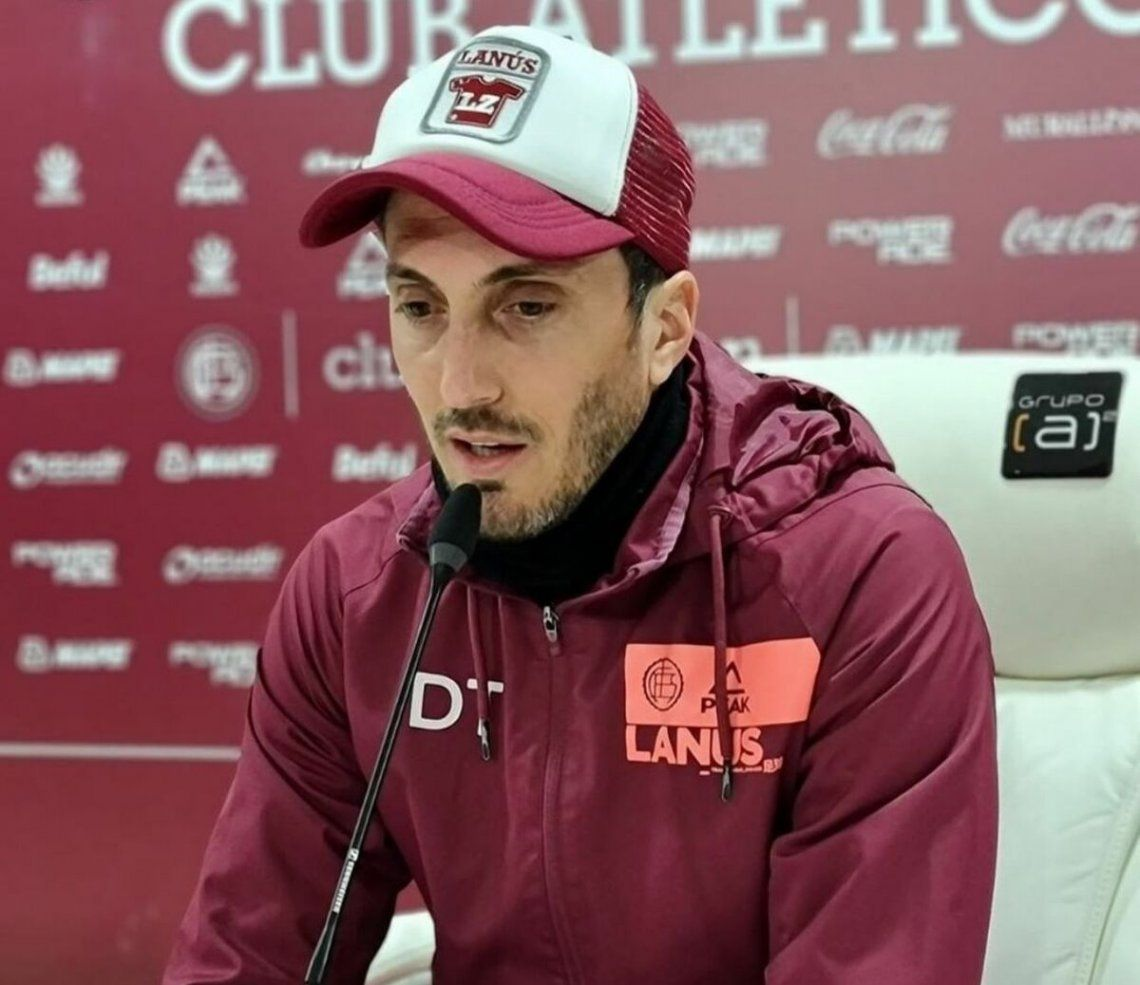 Luis Zubeldía en conferencia de prensa.